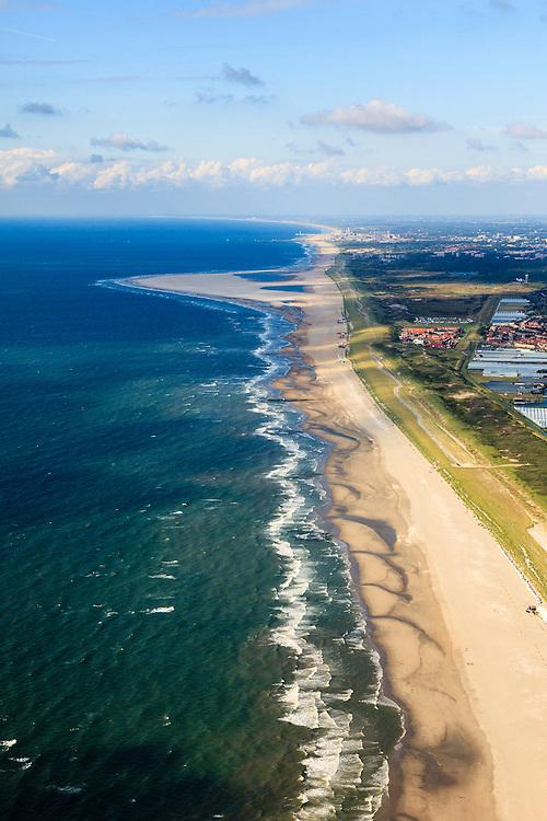 Nederland, Zuid-Holland, Gemeente Westland, 15-07-2012; Delflandse Kust ter hoogte van Ter Heijde en Monster, kassengebied van het Westland rechts, Den Haag aan de horizon..De Zandmotor is een kunstmatig schiereiland ontstaan door het opspuiten van zand voor de kust. Wind, golven en stroming zullen het zand langs de kust verspreiden waardoor breder stranden en duinen ontstaan. De zandmotor is een experiment in het kader van kustonderhoud en kustverdediging. .Sand Engine, artificial peninsula build by the raising of sand for the coast of Ter Heijde (near the Hague, at the horizon). Wind, waves and currents will distribute the sand along the coast yielding wider beaches and dunes along the coastline. The Sand Engine is a experiment for coastal maintenance of coastal defense. To the right the Westland greenhouses..luchtfoto (toeslag); aerial photo (additional fee required) foto Siebe Swart / photo Siebe Swart