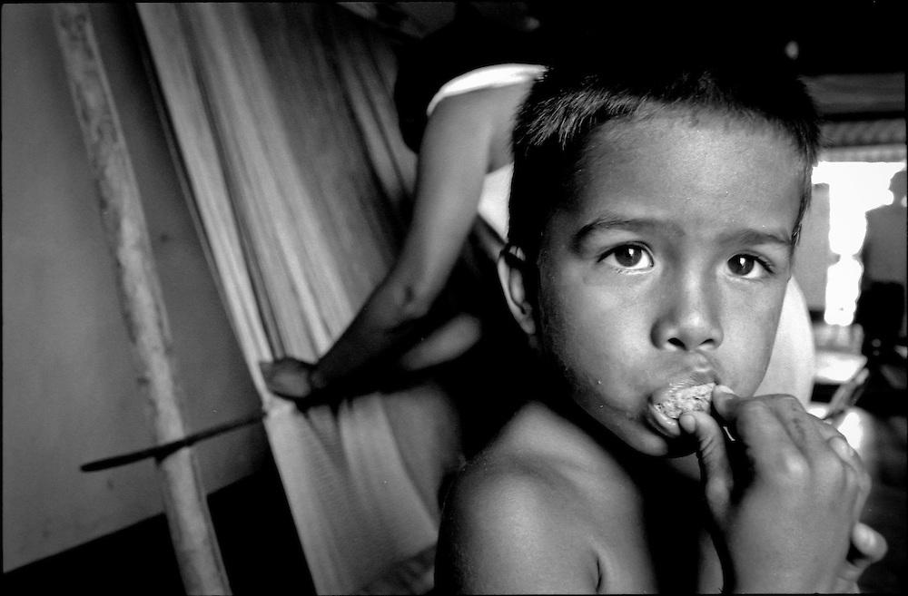 NIÑOS DE PORAI - Homenaje a Mariano Diaz.Photography by Aaron Sosa.El Hatillo, Estado Anzoategui - Venezuela 2001.(Copyright © Aaron Sosa)
