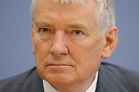 09 JUL 2003, BERLIN/GERMANY:<br /> Otto Schily, SPD, Bundesinnenminister, waehrend einer Pressekonferenz zur Initiative Buerokratieabbau, Bundespressekonferenz<br /> IMAGE: 20030709-01-002