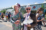 DIANA DE UPHAUGH; STEPHEN JONES, Press view of the 2010 Chelsea Flower Show. Royal Hospital Rd. London. 24 May 2010. -DO NOT ARCHIVE-© Copyright Photograph by Dafydd Jones. 248 Clapham Rd. London SW9 0PZ. Tel 0207 820 0771. www.dafjones.com.