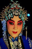 Chine, Shanghai, Opera au Grand Theatre de Shanghai, la cantatrice Li Pei-Hong de la troupe de l Opera de Pekin //  China, Shanghai, Shanghai Grand Theatre, Li Pei-Hong  from Beijing Opera