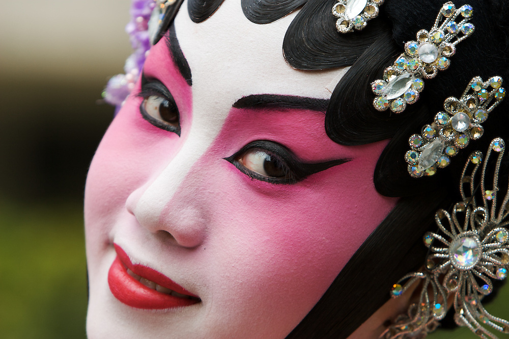 HK, Central, Charter Garden, Chineese Opera actress during Annie's workshop
