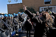 Rome, Italy. 4th February 2016<br /> Occupied an abandoned building in Via Ostiense by about 200 people  without house, of  Action Rights in motion.Police in riot gear in front  the occupants.
