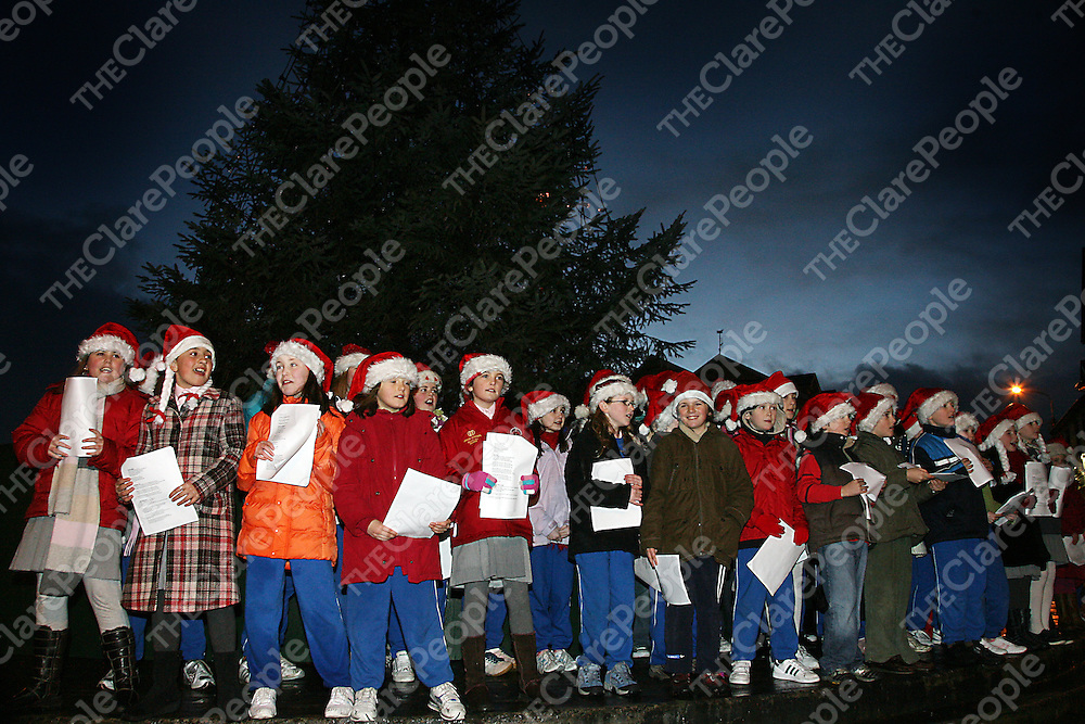 Children from the Holy Family N.S sing for the crowd who weathered the rain at the annual switching on of the Christmas lights in Ennis on Thursday evening.<br />