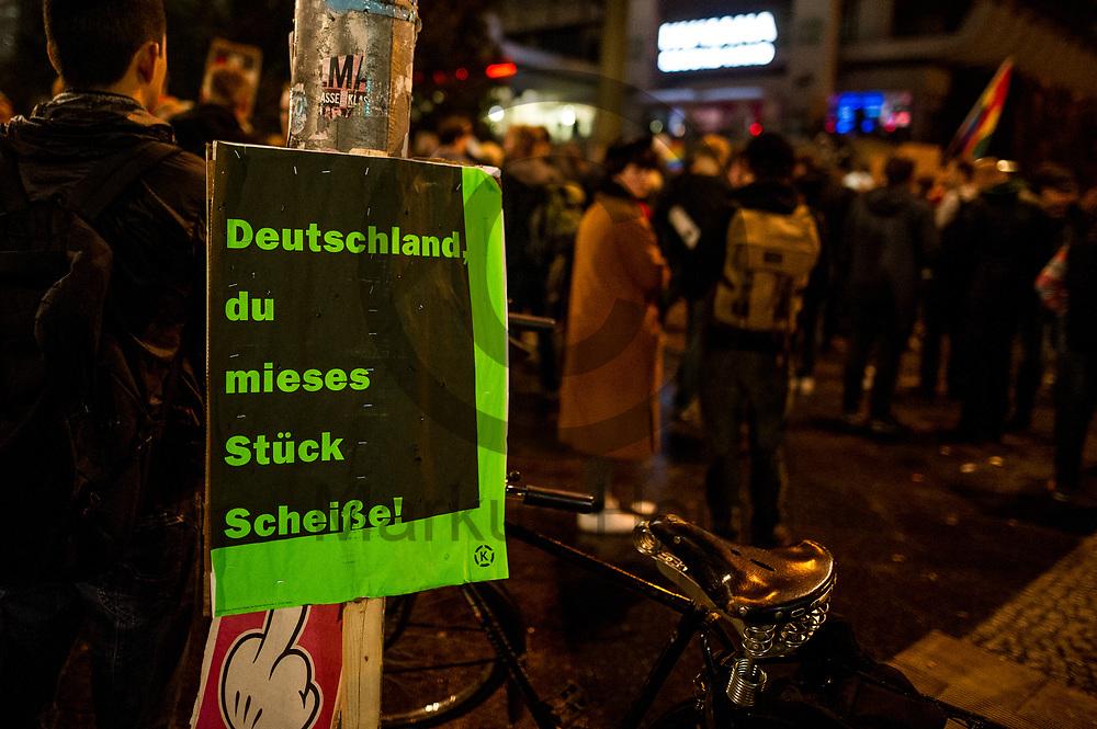 Deutschland, Berlin - 24.09.2017<br /> <br /> &quot;Deutschland du mieses St&uuml;ck Schei&szlig;e!&quot; steht auf einem Schild bei der Demonstration gegen die AfD Wahlparty. Mehrere hundert Menschen demonstrieren vor einem Club in Berlin in dem die AfD ihre Wahlparty veranstaltet.<br /> <br /> Germany, Berlin - 24.09.2017<br /> <br /> &quot;Germany you miserable piece of shit!&quot; stands on a sign at the demonstration against the AfD election party. Several hundred people demonstrate in front of a club in Berlin, where the AfD is organizing its election party.<br /> <br />  Foto: Markus Heine<br /> <br /> ------------------------------<br /> <br /> Ver&ouml;ffentlichung nur mit Fotografennennung, sowie gegen Honorar und Belegexemplar.<br /> <br /> Bankverbindung:<br /> IBAN: DE65660908000004437497<br /> BIC CODE: GENODE61BBB<br /> Badische Beamten Bank Karlsruhe<br /> <br /> USt-IdNr: DE291853306<br /> <br /> Please note:<br /> All rights reserved! Don't publish without copyright!<br /> <br /> Stand: 09.2017<br /> <br /> ------------------------------