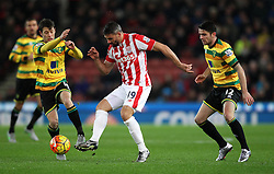 Jonathan Walters of Stoke City holds up the ball as Wesley Hoolahan of Norwich City and Robbie Brady of Norwich City apply pressure - Mandatory byline: Robbie Stephenson/JMP - 13/01/2016 - FOOTBALL - Britannia Stadium - Stoke, England - Stoke City v Norwich City - Barclays Premier League