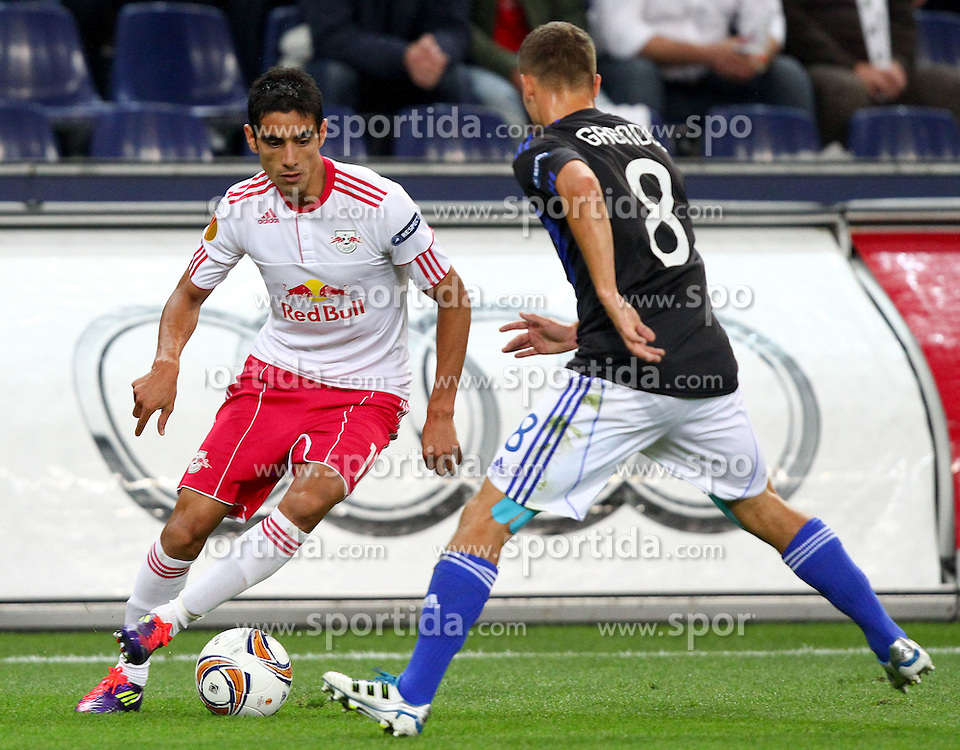 29.09.2011, Stadion Salzburg, Salzburg, AUT, UEFA EL, FC Salzburg (AUT) vs SK Slovan Bratislava (SVK), im Bild Zweikampf zwischen Gonzalo Zarate, (Red Bull Salzburg, #11) und Erik Grendel, (Slovan Bratislava, #8)  // during football match between FC Salzburg (AUT) and SK Slovan Bratislava (SVK) Group Stage (Group F), on September 29th, 2011 at Stadion Salzburg, Austria. EXPA Pictures © 2011, PhotoCredit: EXPA/ T. Haumer