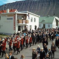 Skr&uacute;&eth;ganga &aacute; 100 &aacute;ra afm&aelig;li &Iacute;safjar&eth;arkaupsta&eth;ar, 1966<br /> <br /> Parade to mark the centenary of &Iacute;safj&ouml;r&eth;ur&rsquo;s town charter, 1966