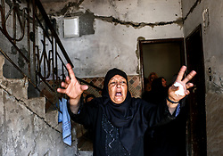 July 5, 2018 - Gaza, Palestine - A Palestinian woman screams during the farewell of the martyr in his home in the neighborhood of Shujaiya.Farewell and funeral ceremony hosted for the martyr Mahmoud Majid Al-Gharabli, a 16 years old boy from the Shujaiya neighborhood, east of Gaza City, who died from live bullets in the head during the demonstrations east of Gaza City against the Israeli forces. (Credit Image: © Ahmad Hasaballah/SOPA Images via ZUMA Wire)