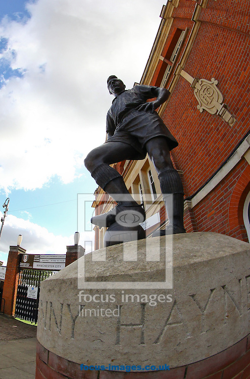 Picture by John  Rainford/Focus Images Ltd +44 7506 538356.29/09/2012.General view of the Johnny Haynes statue at Craven Cottage, London.