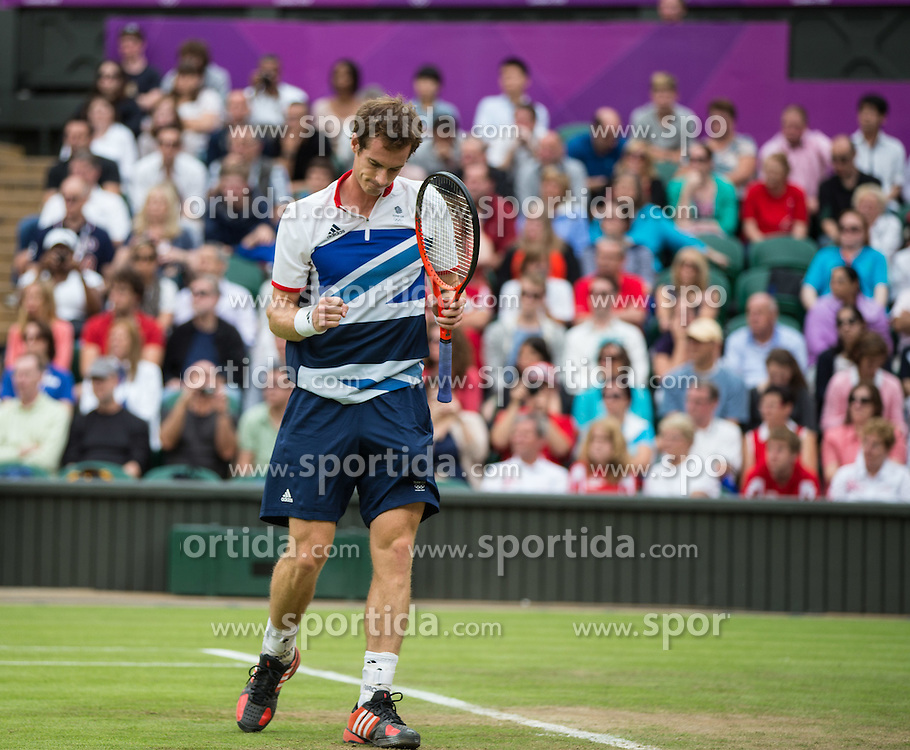 29.07.2012, Wimbledon, London, GBR, Olympia 2012, Tennis, Damen Einzel, Runde 1, im Bild Andy Murray (GBR) // Andy Murray of United Kingdom during first Round of ladies singles tennis competition at the 2012 Summer Olympics at Wimbledon, London, United Kingdom on 2012/07/29. EXPA Pictures © 2012, PhotoCredit: EXPA/ Johann Groder