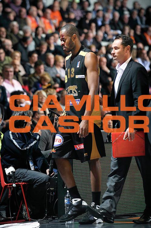 DESCRIZIONE : Championnat de France Basket Ligue Pro A  au Mans<br /> GIOCATORE : Samnick Victor Blessure<br /> SQUADRA : Nancy<br /> EVENTO : Ligue Pro A  2010-2011<br /> GARA : Le Mans Nancy<br /> DATA : 26/11/2010<br /> CATEGORIA : Basketbal France Ligue Pro A<br /> SPORT : Basketball<br /> AUTORE : JF Molliere par Agenzia Ciamillo-Castoria <br /> Galleria : France Basket 2010-2011 Action<br /> Fotonotizia : Championnat de France Basket Ligue Pro A au Mans<br /> Predefinita :