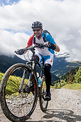 12-09-2017 FRA: BvdGF Tour du Mont Blanc day 3, Chamonix<br /> We starten deze dag met een prachtige afdaling. Nadien splitsen de groepen en volgt een pittige klim waarbij we de spoorlijn kruisen. Daarna worden we beloond met een mooie flowtrail alvorens we het bergsportmekka Chamonix bereiken. Rene
