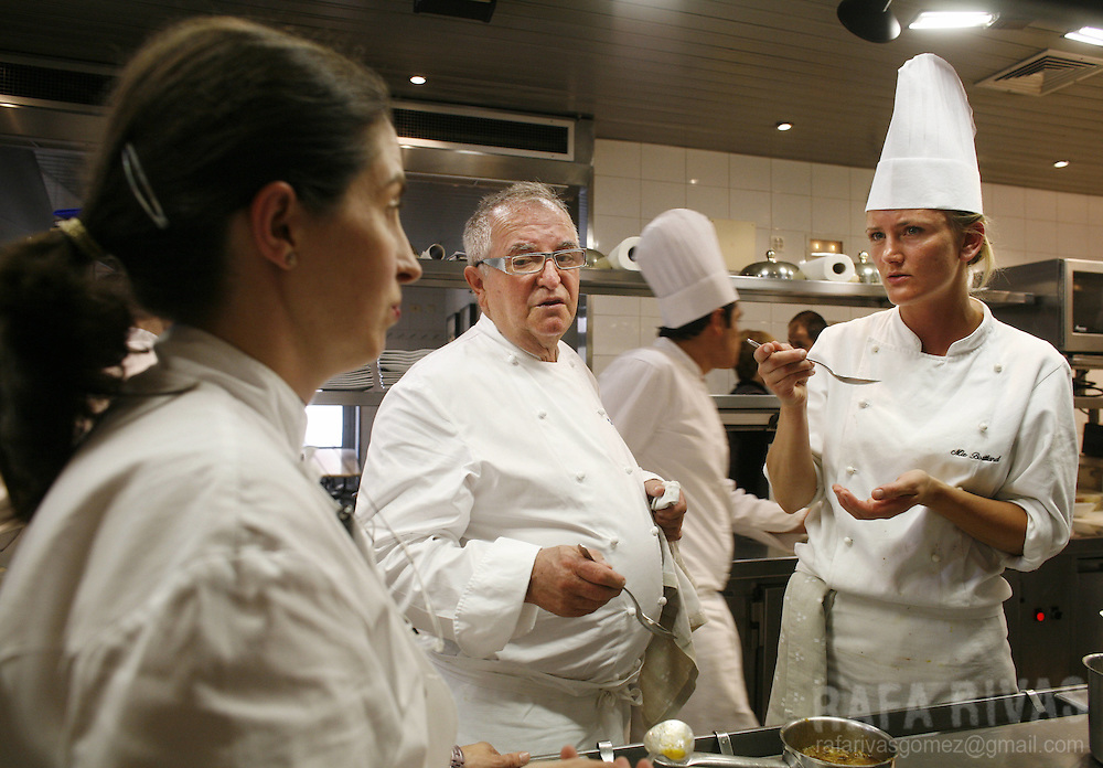 Danish young chef Mie Bostlund (R) talk about a dish with Spanish Basque top chef Juan Mari Arzak (C) and his daughter Elena (L) at their restaurant Arzak, on July 03, 2008, in the northern Spanish Basque city of San Sebastian.