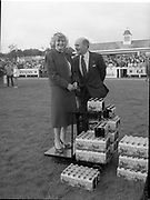 Presentation of Guinness Trophy T. Prendegast to winner of Guinness Handicap Steeplechase, Punchestown, <br />