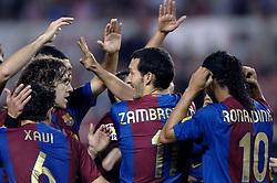 03-03-2007 VOETBAL: SEVILLA FC - BARCELONA: SEVILLA  <br /> Sevilla wint de topper met Barcelona met 2-1 / Xavi en Puyol feliciteren Zambrotta (gaf voorzet) en Ronaldinho die de 1-0 scoort<br /> ©2006-WWW.FOTOHOOGENDOORN.NL