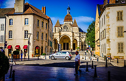 Street scene in Beaune, Burgundy, France looking towards the church Notre Dame<br /> <br /> (c) Andrew Wilson | Edinburgh Elite media