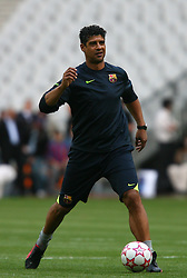 PARIS, FRANCE - TUESDAY, MAY 16th, 2006: FC Barcelona's manager Frank Rijkaard during training ahead of the UEFA Champions League Final against Arsenal at the Stade de France. (Pic by David Rawcliffe/Propaganda)