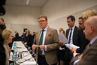 DEU, Deutschland, Germany, Berlin, 11.12.2017: Michael Grosse-Brömer (CDU), Parlamentarischer Geschäftsführer der Unions-Fraktion im Bundestag, vor Beginn der Fraktionssitzung der CDU/CSU im Deutschen Bundestag.
