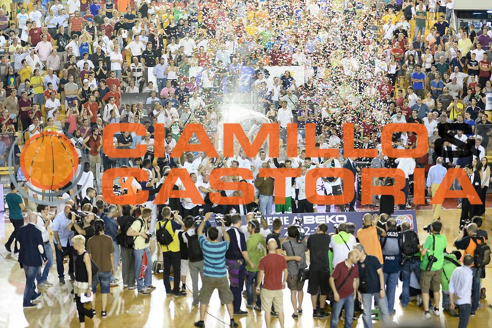 DESCRIZIONE : Roma Lega A 2012-13 Acea Virtus Roma Montepaschi Siena Finale Gara 6<br /> GIOCATORE : <br /> CATEGORIA : premiazione <br /> SQUADRA : Montepaschi Siena<br /> EVENTO : Campionato Lega A 2012-2013 Play Off Finale Gara 6<br /> GARA : Acea Virtus Roma Montepaschi Siena Finale Gara 6<br /> DATA : 19/06/2013<br /> SPORT : Pallacanestro <br /> AUTORE : Agenzia Ciamillo-Castoria/N. Dalla Mura<br /> Galleria : Lega Basket A 2012-2013 <br /> Fotonotizia : Roma Lega A 2012-13 Acea Virtus Roma Montepaschi Siena Finale Gara 6