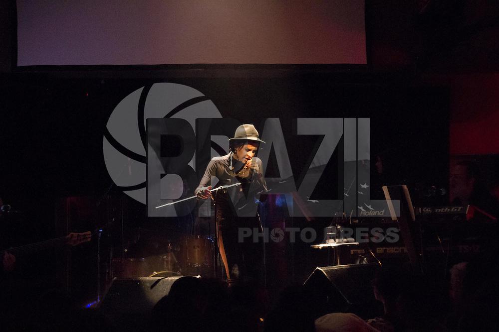 SAO PAULO, SP, 17 DE MAIO DE 2013 - SHOW MARINA LIMA - Marina Lima faz show no Tom Jazz regiao oeste da cidade de São Paulo na noite desta sexta-feira, 17.. FOTO: MARCELO BRAMMER / BRAZIL PHOTO PRESS