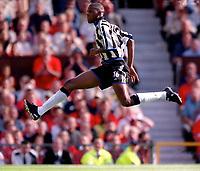 Carl Cort (Newcastle United) 20/8/2000. Manchester United v Newcastle United. Credit: Colorsport.
