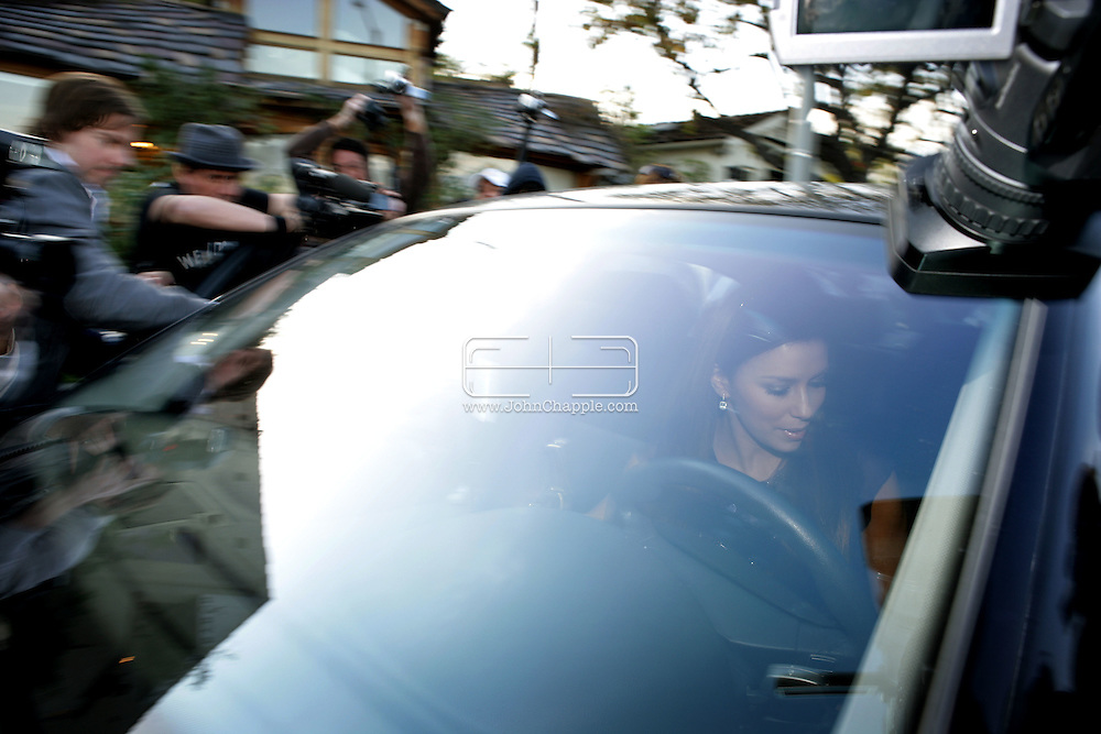 29th January 2008, Los Angeles, California. At least 30 paparazzi photographer swarm and fight to get a non exclusive photo of actress Eva Longoria leaving the hairdressers on Robertson Blvd. PHOTO © JOHN CHAPPLE / REBEL IMAGES.john@chapple.biz    www.chapple.biz