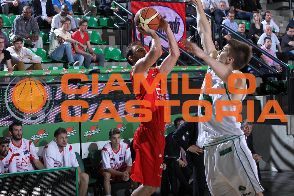 DESCRIZIONE : Treviso Lega A 2011-12 Benetton Treviso EA7 Emporio Armani Milano<br /> GIOCATORE : jacopo giachetti<br /> SQUADRA : Benetton Treviso EA7 Emporio Armani Milano<br /> EVENTO : Campionato Lega A 2011-2012 <br /> GARA : Benetton Treviso EA7 Emporio Armani Milano<br /> DATA : 02/05/2012<br /> CATEGORIA : Tiro<br /> SPORT : Pallacanestro <br /> AUTORE : Agenzia Ciamillo-Castoria/G.Contessa<br /> Galleria : Lega Basket A 2011-2012 <br /> Fotonotizia : Treviso Lega A 2011-12 Benetton Treviso EA7 Emporio Armani Milano<br /> Predfinita :