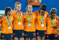 RIO DE JANEIRO -  Zilver voor  Oranje na de finale tussen de dames van Nederland en  Groot-Brittannie (3-3) in het Olympic Hockey Center tijdens de Olympische Spelen in Rio.  GB wint na shoot outs . Lidewij Welten (Ned) , Caia van Maasakker (Ned), Maartje Paumen (Ned) , Naomi van As (Ned) en Ellen Hoog (Ned) .COPYRIGHT KOEN SUYK