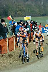 29-01-2006 WIELRENNEN: UCI CYCLO CROSS WERELD KAMPIOENSCHAPPEN ELITE: ZEDDAM <br /> Thijs Al en Wilant van Gils<br /> ©2006-WWW.FOTOHOOGENDOORN.NL