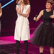 NLD/Hilversum/20151205- Eerste Live uitzending The Voice 2015, Jess Glynne en Jennie Lena