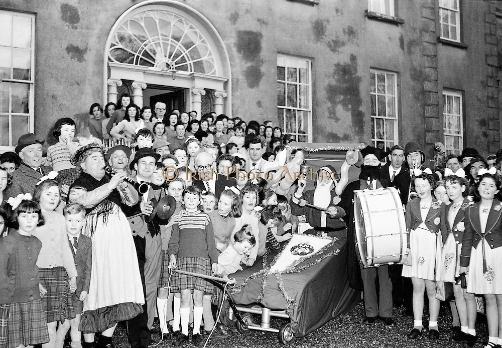 Irish Shell driver's Christmas party at Sandymount, Dublin..10.12.1961