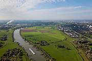 Nederland, Gelderland, Gemeente Arnhem, 03-10-2010; scheepvaartverkeer op de IJssel, ter hoogte van Velp met de uiterwaarden Velperwaarden en Velperbroek. Vuilverbranding bij Duiven aan de horizon..Shipping on the river IJssel, near Velp with floodplains Velperwaarden Velperbroek. Incinerator plant at Duiven on the horizon.luchtfoto (toeslag), aerial photo (additional fee required).foto/photo Siebe Swart