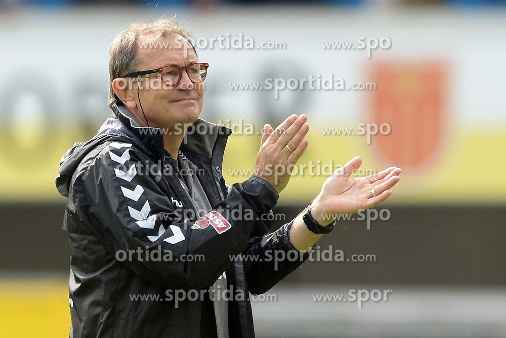 26.09.2015, Benteler Arena, Paderborn, GER, 2. FBL, SC Paderborn 07 vs FC St. Pauli, 9. Runde, im Bild Ewald Lienen (Cheftrainer FC St. Pauli) bedankt sich bei den Fans // during the 2nd German Bundesliga 9th round match between SC Paderborn 07 and FC St. Pauli at the Benteler Arena in Paderborn, Germany on 2015/09/26. EXPA Pictures &copy; 2015, PhotoCredit: EXPA/ Eibner-Pressefoto/ Sippel<br /> <br /> *****ATTENTION - OUT of GER*****