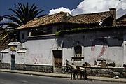 Gata i staden Riobamba i Ecuador