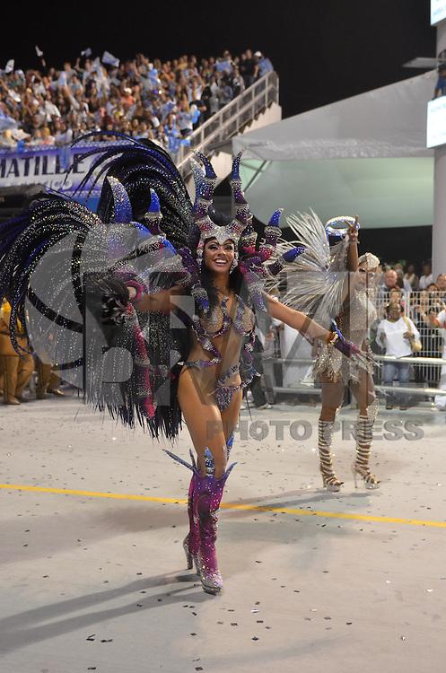 SAO PAULO, SP, 09 FEVEREIRO 2013 - CARNAVAL SP - NENE DE VILA MATILDE - Rainha da Bateria Deborah Caetano da escola de samba Nenê de Vila Matilde durante desfile no segundo dia do Grupo Especial no Sambódromo do Anhembi na região norte da capital paulista, nesta sabado, 09. FOTO: LEVI BIANCO - BRAZIL PHOTO PRESS