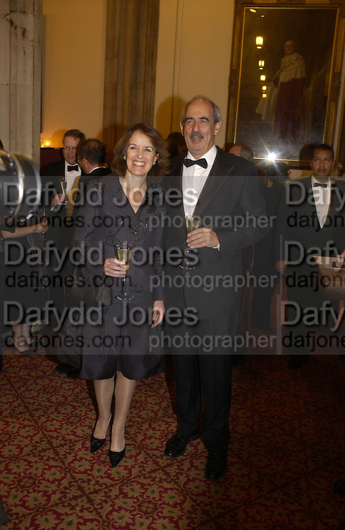 VERONICA WADLEY AND TOM BOWER. The Man Booker prize 2005. the Guildhall.   October 10 2005. ONE TIME USE ONLY - DO NOT ARCHIVE © Copyright Photograph by Dafydd Jones 66 Stockwell Park Rd. London SW9 0DA Tel 020 7733 0108 www.dafjones.com