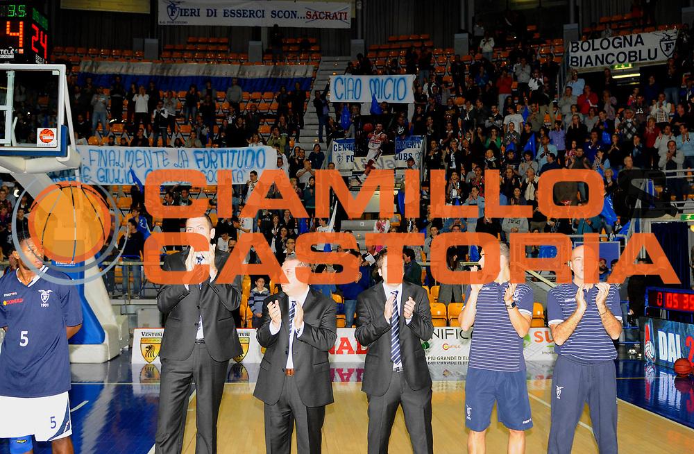 DESCRIZIONE : Bologna Campionato Lega2 2012-2013  BiancoBlu' Virtus Bologna Giorgio Tesi Group Pistoia<br /> GIOCATORE :<br /> CATEGORIA : Celebrazione<br /> SQUADRA : BiancoBlu' Virtus Bologna<br /> EVENTO : Campionato Lega2 2012-2013  <br /> GARA : BiancoBlu' Virtus Bologna Giorgio Tesi Group Pistoia<br /> DATA : 28/10/2012<br /> SPORT : Pallacanestro<br /> AUTORE : Agenzia Ciamillo-Castoria/A.Giberti<br /> GALLERIA : Lega2 Basket 2012-2013<br /> FOTONOTIZIA : Bologna Campionato Lega2 2012-2013 BiancoBlu' Virtus Bologna Giorgio Tesi Group Pistoia<br /> PREDEFINITA :