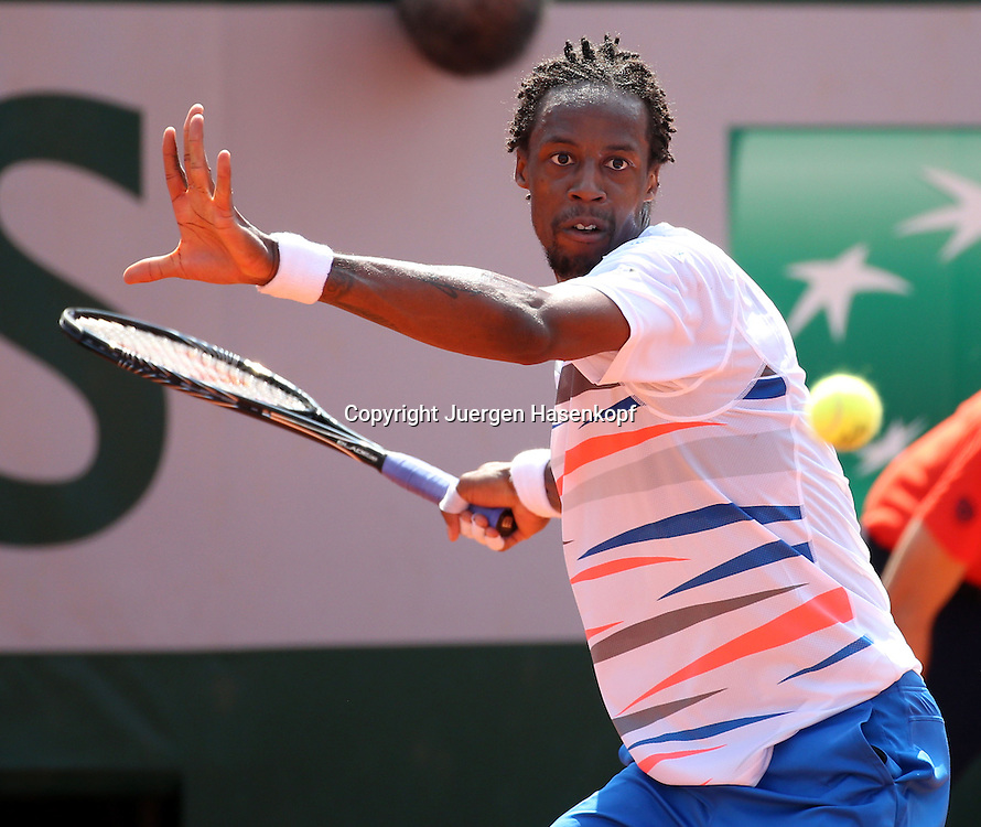 French Open 2014, Roland Garros,Paris,ITF Grand Slam Tennis Tournament,<br /> Gael Monfils (FRA),Aktion,Einzellbild,Halbkoerper,Querformat,