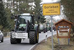 Aufmarsch der Landwirte der B&auml;uerlichen Notgemeinschaft L&uuml;chow-Dannenberg zum 40. Jahrestag der Standortbenennung Gorlebens <br /> <br /> Ort: Gorleben<br /> Copyright: Andreas Conradt<br /> Quelle: PubliXviewinG