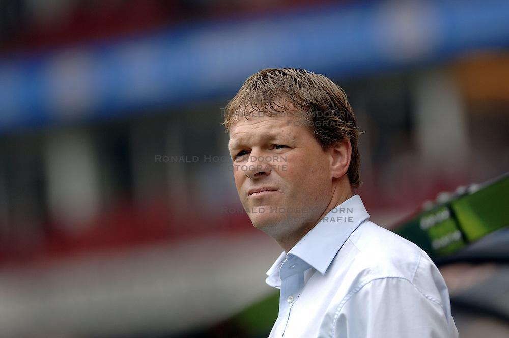 17-09-2006 VOETBAL: PSV - FEYENOORD: EINDHOVEN <br /> PSV verslaat in eigen huis Feyenoord met 2-1 / Erwin Koeman<br /> &copy;2006-WWW.FOTOHOOGENDOORN.NL