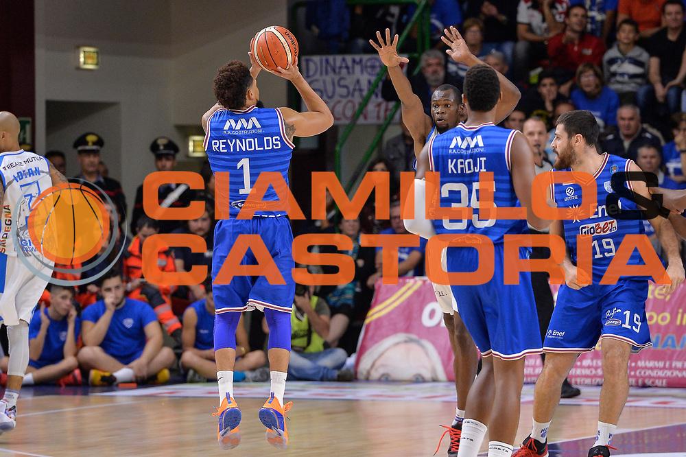 DESCRIZIONE : Beko Legabasket Serie A 2015- 2016 Dinamo Banco di Sardegna Sassari - Enel Brindisi<br /> GIOCATORE : Scottie Reynolds<br /> CATEGORIA : Tiro Tre Punti Three Point Controcampo<br /> SQUADRA : Enel Brindisi<br /> EVENTO : Beko Legabasket Serie A 2015-2016<br /> GARA : Dinamo Banco di Sardegna Sassari - Enel Brindisi<br /> DATA : 18/10/2015<br /> SPORT : Pallacanestro <br /> AUTORE : Agenzia Ciamillo-Castoria/L.Canu