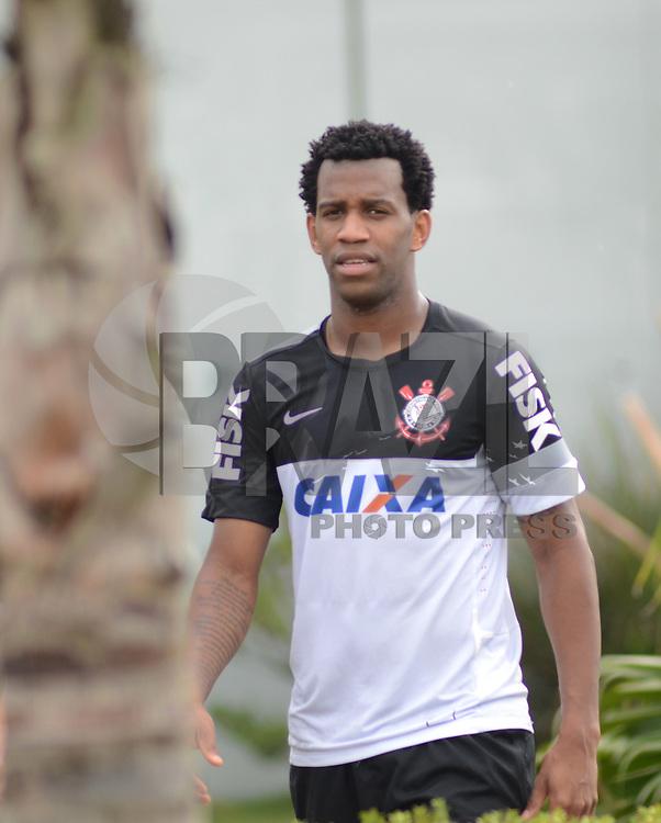 SÃO PAULO,SP, 27 Junho 2013 -  Gil durante treino do Corinthians no CT Joaquim Grava na zona leste de Sao Paulo, onde o time se prepara  para para enfrenta o Sao Paulo pelas finais da Recopa . FOTO ALAN MORICI - BRAZIL FOTO PRESS