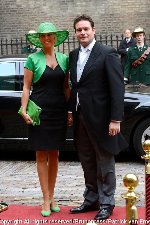 Prinsjesdag 2013 - Aankomst Parlementari&euml;rs bij de Ridderzaal op het Binnenhof.<br /> <br /> Op de foto: Frans Weekers en partner