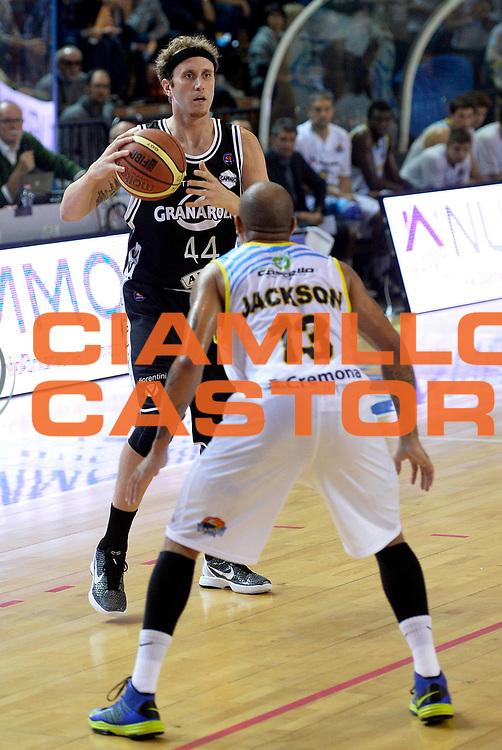 DESCRIZIONE : Cremona campionato serie A 2013/14 Vanoli Cremona-Granarolo Virtus Bologna<br /> GIOCATORE : Matt Waish<br /> CATEGORIA : palleggio<br /> SQUADRA : Granarolo Virtus Bologna<br /> EVENTO : Campionato serie A 2013/14<br /> GARA : Vanoli Cremona-Granarolo Virtus Bologna<br /> DATA : 20/10/2013<br /> SPORT : Pallacanestro <br /> AUTORE : Agenzia Ciamillo-Castoria/R. Morgano<br /> Galleria : Lega Basket A 2013-2014  <br /> Fotonotizia : Cremona campionato serie A 2013/14 Vanoli Cremona-Granarolo Virtus Bologna<br /> Predefinita :