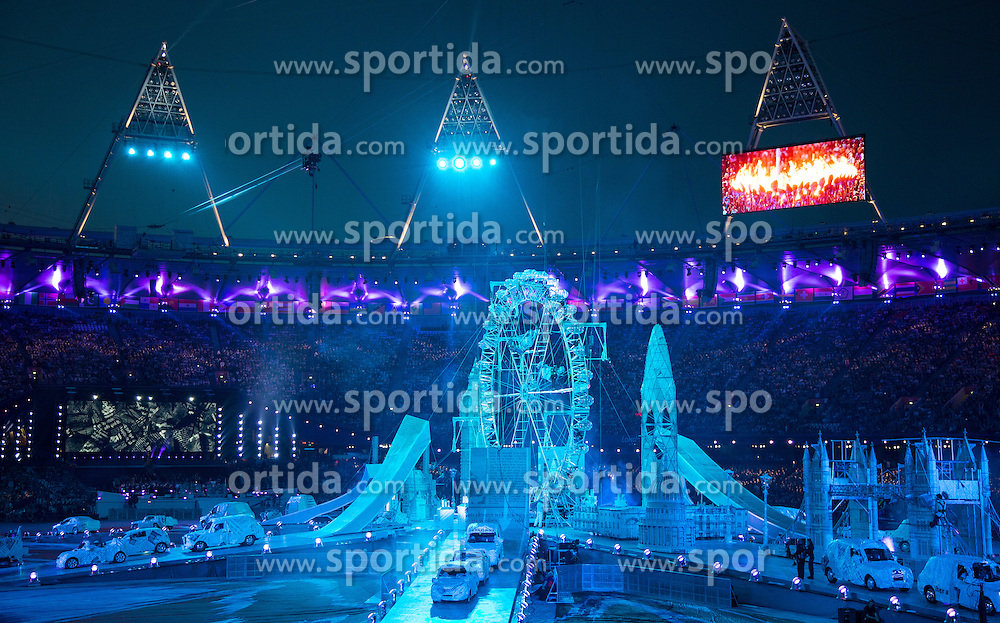 12.08.2012, Olympia Stadion, London, GBR, Olympia 2012, Abschlussfeier, im Bild Uebersicht // overview during closing ceremony at the 2012 Summer Olympics at Olympic Stadium, London, United Kingdom on 2012/08/12. EXPA Pictures © 2012, PhotoCredit: EXPA/ Johann Groder