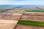 Nederland, Drenthe, Gemeente Borger-Odoorn, 01-05-2013; Veenkolonien, vlakverdeling van wijken en kanalen zoals resteerde nadat het turf steken in het hoogveen (vervening) gestaakt was. Noorderboerplaatsen, tussen Eerste Exloermond en Tweede Exloermond. <br /> Sprinkler system on field, reclaimed peatland.<br /> luchtfoto (toeslag op standard tarieven);<br /> aerial photo (additional fee required);<br /> copyright foto/photo Siebe Swart.