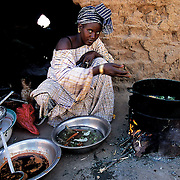 Kalidou uses a part of the vegetable harvest from her garden for family consumption. And she obtains double the benefit: she saves on buying these products and improves their diet. Wothie, Mauritania.