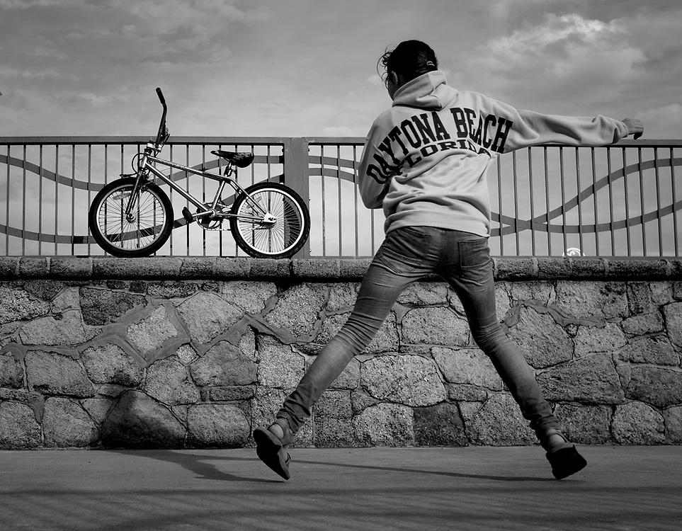 Street Photography, b&w, black and white, Daytona, Daytona Beach, Daytona boardwalk, Daytona, Main Street, Main Street Pier, Main St. Pier, Florida, bike, bicycle, bmx