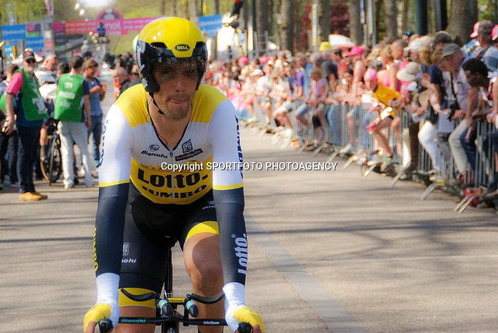 06-05-2016: Wielrennen: Giro: Apeldoorn   <br />APELDOORN (NED) wielrennen      <br />De 99e ronde van Italie is van start gegaan met een tijdrit of 9,8 kilometer door de straten van Apeldoorn. De finishlijn was getrokken op de Loolaan. Maarten Tjallingi